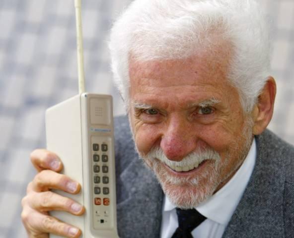 Dynatech - Martin Cooper - Motorola DynaTac 8000x - Prijs €3500 met maximaal 30 minuten accu